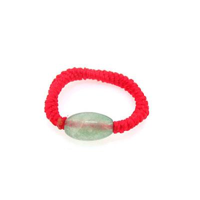 女孩手上戴红绳戒指是什么意思?